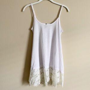 🌻 VANITY - white lace trim tank - medium